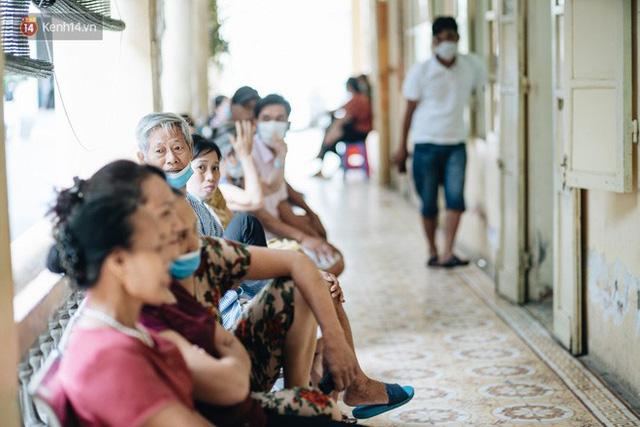 Bác sĩ cảnh báo tình trạng ô nhiễm không khí ở Hà Nội: Chúng ta đang quá lạm dụng khái niệm khẩu trang y tế - Ảnh 2.