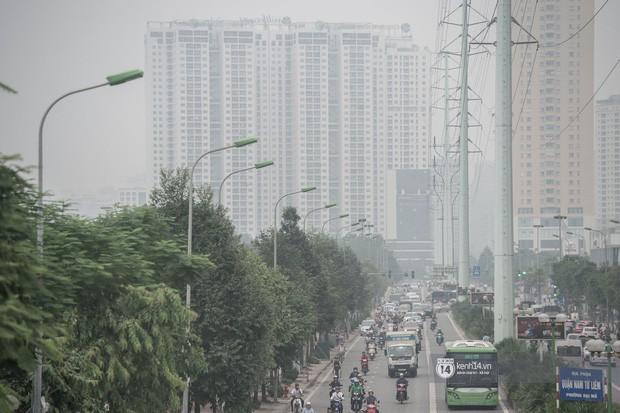 Bác sĩ cảnh báo tình trạng ô nhiễm không khí ở Hà Nội: Chúng ta đang quá lạm dụng khái niệm khẩu trang y tế - Ảnh 1.