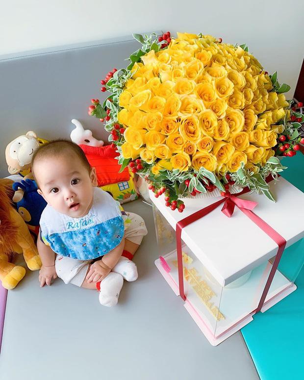 Tài tử Bộ Bộ Kinh Tâm Trịnh Gia Dĩnh khoe ảnh con trai đầu lòng và bà xã Hoa hậu Hong Kong kém 21 tuổi - Ảnh 7.