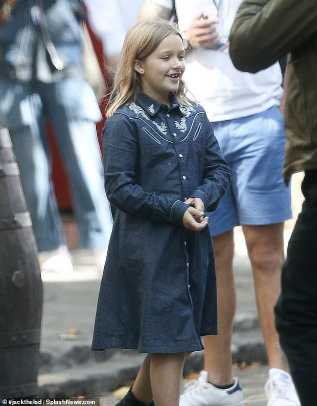 Đưa con gái út cùng đi quay quảng cáo, ngờ đâu David Beckham lại bị lu mờ vì nhan sắc và vẻ trưởng thành của Harper - Ảnh 5.