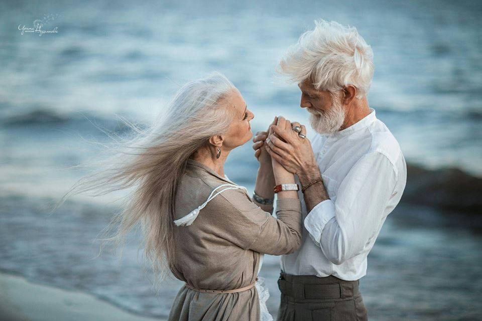 Nếu chúng mình già đi chúng mình vẫn sẽ nắm tay nhau nhé?