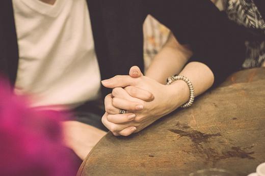 Đừng cố chấp nắm giữ một bàn tay không còn thuộc về mình…
