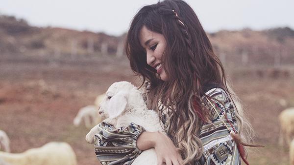Con gái là để yêu, không phải để chê