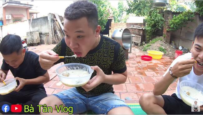 Bà Tân Vlog lại bị tố gian dối, đến mức khán giả gửi cả tâm thư chỉ trích cách nấu  món cháo cho trẻ em theo cách chẳng giống ai - Ảnh 5.