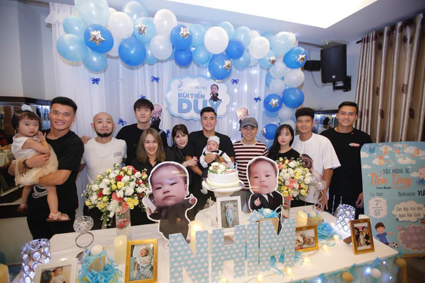 Bùi Tiến Dụng làm tiệc mừng đầy tháng con trai đúng ngày Việt Nam thắng lớn, Hà Đức Chinh và bạn gái cũng có mặt góp vui - Ảnh 2.