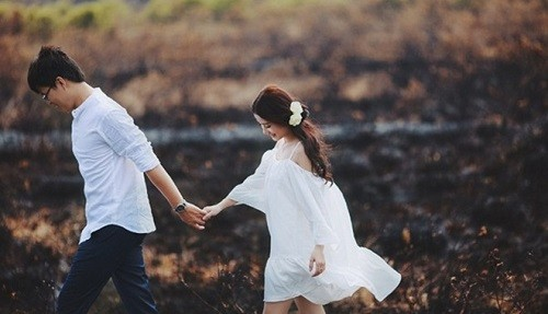 Đến một thời điểm định mệnh trong đời, ta chỉ cần bình yên bên ai đó, chỉ vậy thôi! - Ảnh 1