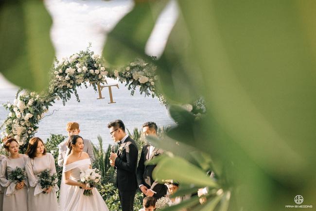 """Nhìn lại cuộc hôn nhân """"không giống ai"""" của nhà văn Gào: 10 năm sống cùng thị phi bủa vây không đám cưới vẫn bền, cho tới khi mặc váy cô dâu, trao lời thề ước... - Ảnh 2."""