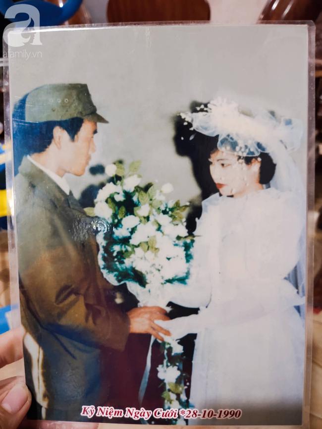 """Chuyện chưa từng yêu nhưng vẫn đám cưới của cô hoa khôi Lạng Sơn 29 năm trước: Là người đầu tiên trong làng mặc váy cưới và dàn """"siêu xe"""" rước dâu khiến tất cả """"lác mắt"""" - Ảnh 3."""