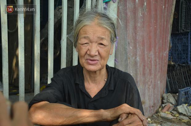 Xót thương cụ bà nhường căn phòng 3m2 cho con trai rồi sống một mình trong nhà rác sau chợ Long Biên - Ảnh 2.