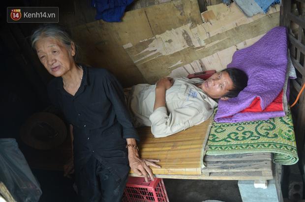 Xót thương cụ bà nhường căn phòng 3m2 cho con trai rồi sống một mình trong nhà rác sau chợ Long Biên - Ảnh 4.