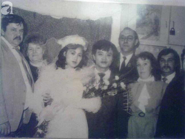 Bức hình cưới đen trắng tại Liên Xô cách đây 28 năm của cặp đôi Việt Nam ẩn chứa câu chuyện tình cảm động, bước ngoặt đau đớn xảy ra 23 năm trước - Ảnh 2.