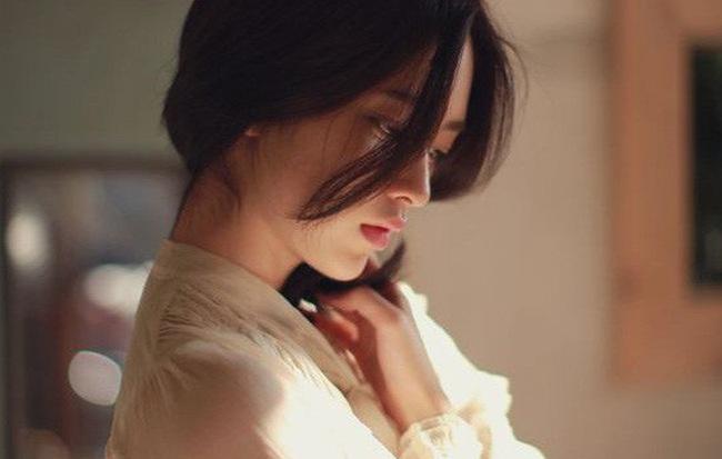 Đàn bà dẫu trải qua bao đau thương cũng đừng sống lạnh lùng như sỏi đá - Ảnh 1