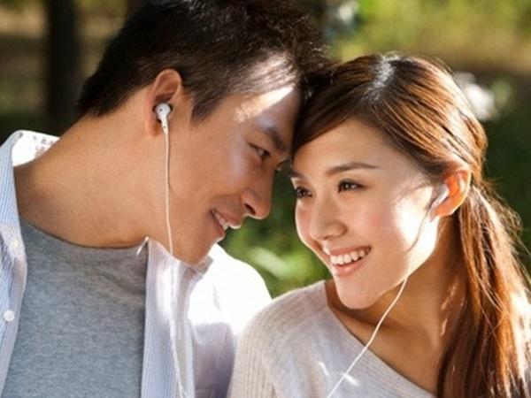 Những cách thức giúp bạn quyến rũ trong mắt người đối diện mà không cần son phấn - Ảnh 2