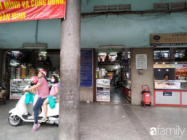 """Vào mùa cưới, người Sài Gòn lại rủ nhau tới khu chợ đồ cưới """"bao rẻ, bao đẹp"""" ở quận Tân Bình - Ảnh 19."""