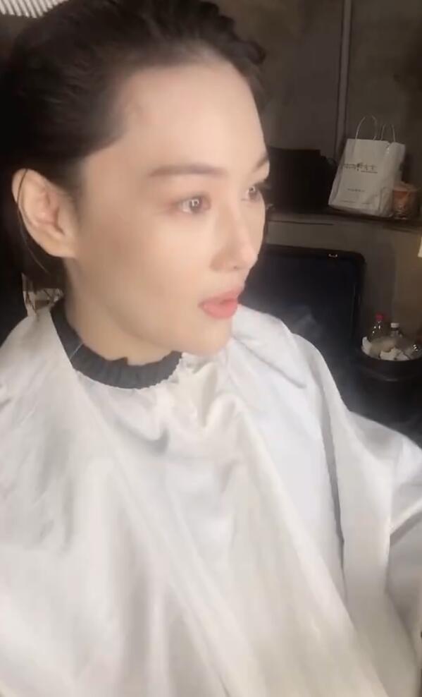 Trương Hinh Dư khóc nức nở vì phải cắt phăng mái tóc dài nuôi ngần ấy năm để vào vai quân nhân - Ảnh 5.
