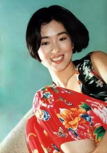"""Nhìn lại loạt ảnh tuổi 20 của Củng Lợi, người từng được giới báo chí nước ngoài gọi là """"người phụ nữ đẹp nhất phương Đông"""" - Ảnh 13."""