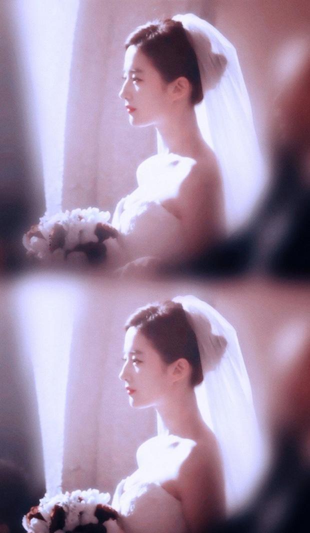 Chùm ảnh Lưu Diệc Phi mặc váy cưới: Giai nhân tuyệt mỹ đẹp từng góc độ, bảo sao danh xưng Thần tiên tỷ tỷ chưa ai lật đổ - Ảnh 1.