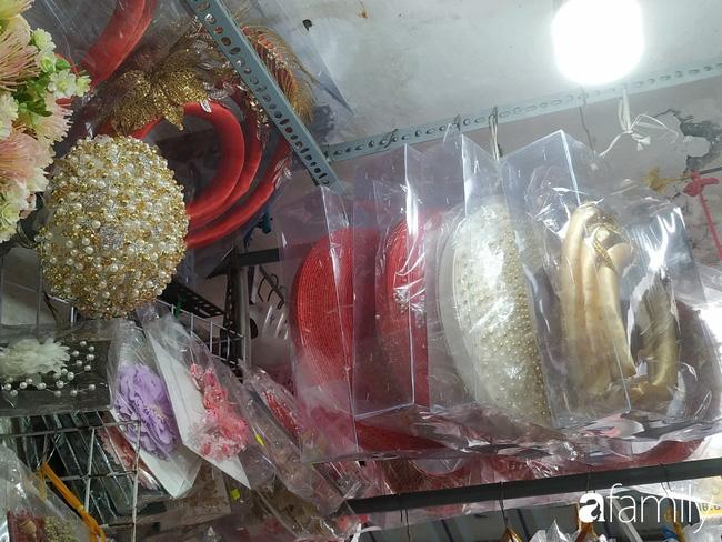 """Vào mùa cưới, người Sài Gòn lại rủ nhau tới khu chợ đồ cưới """"bao rẻ, bao đẹp"""" ở quận Tân Bình - Ảnh 16."""