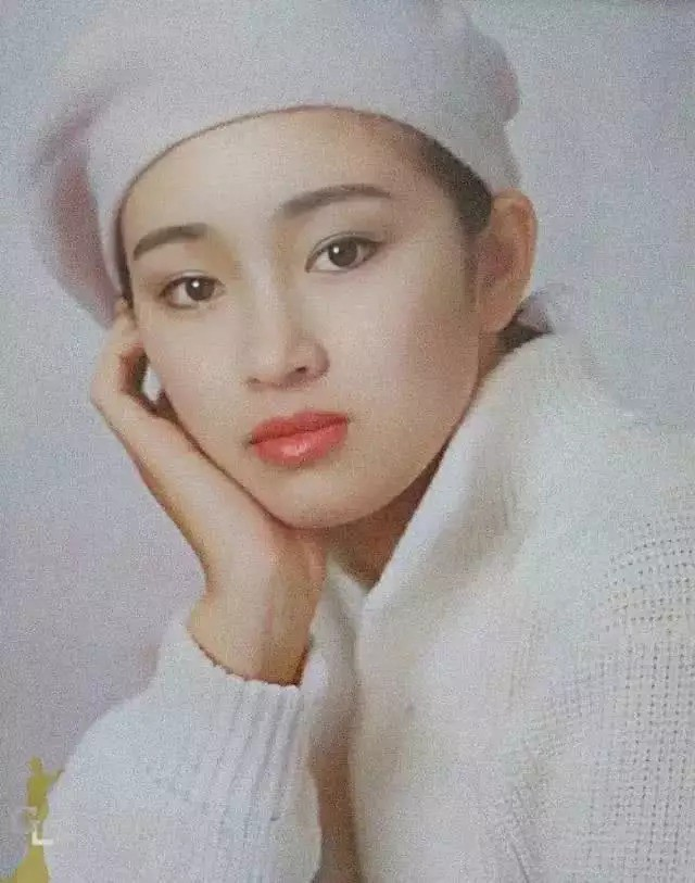 """Nhìn lại loạt ảnh tuổi 20 của Củng Lợi, người từng được giới báo chí nước ngoài gọi là """"người phụ nữ đẹp nhất phương Đông"""" - Ảnh 5."""