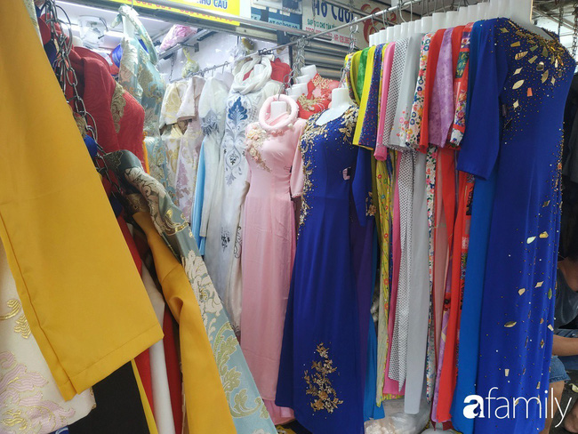 """Vào mùa cưới, người Sài Gòn lại rủ nhau tới khu chợ đồ cưới """"bao rẻ, bao đẹp"""" ở quận Tân Bình - Ảnh 8."""