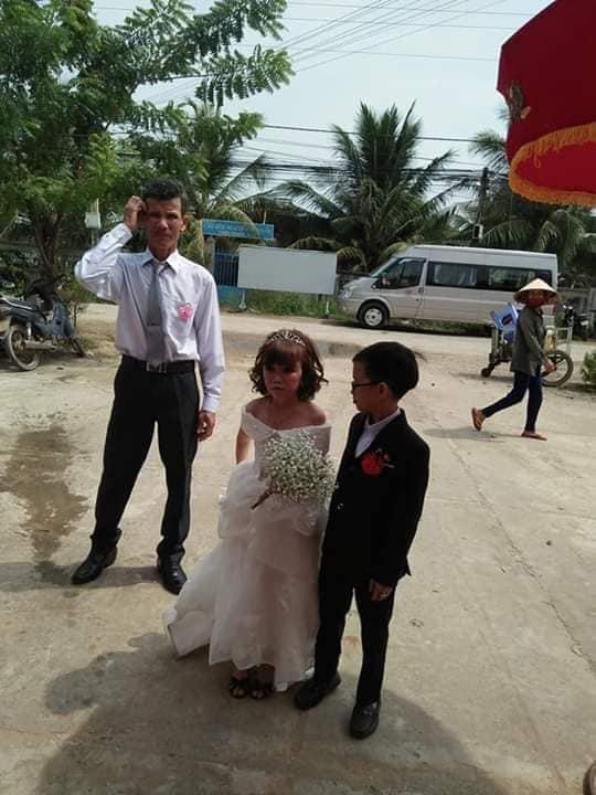 """Đám cưới của cặp đôi tí hon từng bị nhầm là """"con nít ranh"""" khiến dân mạng chú ý, nhiều người khen ngợi: Họ sinh ra để dành cho nhau! - Ảnh 2."""