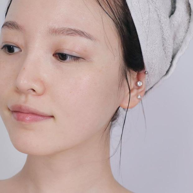 Thiên hạ cứ đồn 4 cách skincare sau là tốt cho làn da vào mùa lạnh, nhưng bác sĩ lại cho thấy điều ngược lại - Ảnh 2.