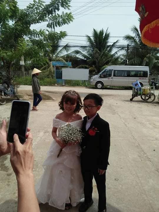 """Đám cưới của cặp đôi tí hon từng bị nhầm là """"con nít ranh"""" khiến dân mạng chú ý, nhiều người khen ngợi: Họ sinh ra để dành cho nhau! - Ảnh 1."""