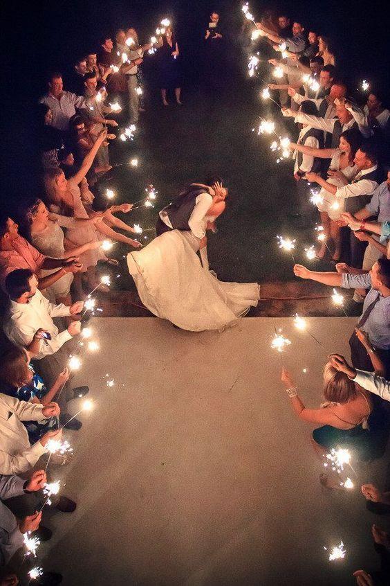 Tâm sự - Quan điểm: Là con gái, dại dột mới đi lấy chồng xa....