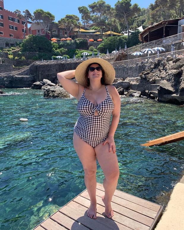 Nàng béo 80kg tự tin nhất thế giới: Cosplay cả dàn sao Hollywood nóng bỏng, chẳng ngán diện đồ bó sát dù lộ đầy nhược điểm - Ảnh 4.