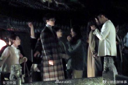 Địch Lệ Nhiệt Ba cười e thẹn khi được Hoàng Cảnh Du bế công chúa, ôm hôn thắm thiết - Ảnh 7.