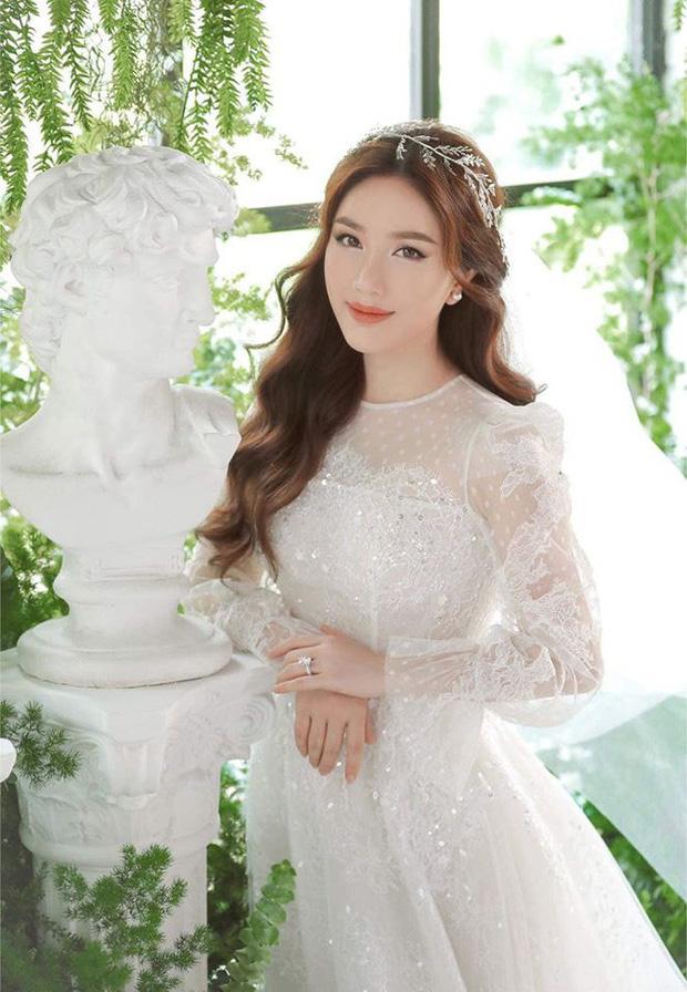 Không cần đoán già đoán non, Thúy Ngân là khách mời Vbiz đầu tiên xuất hiện trong đám cưới Bảo Thy - Ảnh 2.
