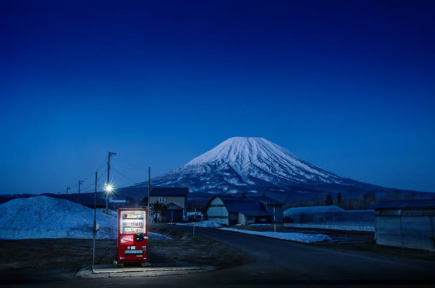 Vẻ đẹp rực rỡ trong đêm của những chiếc máy bán hàng tự động cô độc trên khắp các nẻo đường Nhật Bản - Ảnh 10.