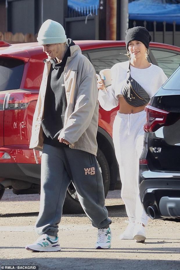 Đúng là chỉ có bà xã Hailey mới làm Justin Bieber cười ngọt như mía như thế này giữa bão scandal - Ảnh 3.
