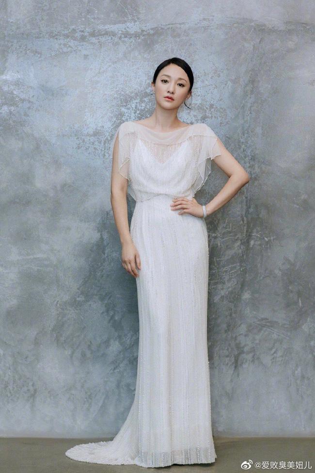 """Châu Tấn diện váy cưới gần trăm triệu đi sự kiện, khẳng định khí chất """"Hoàng hậu nương nương"""" không ai có thể phủ nhận  - Ảnh 3."""
