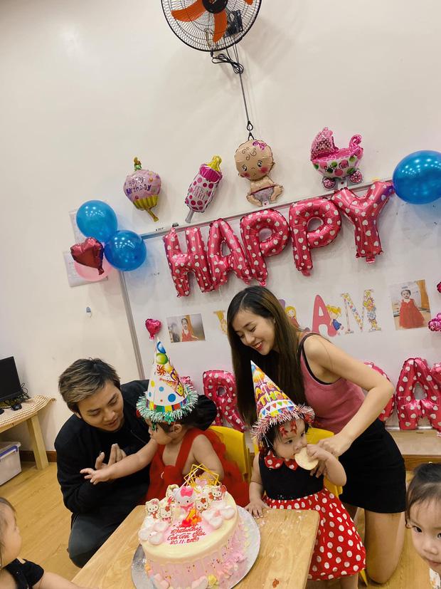 Vợ chồng Hoài Lâm chính thức công khai diện mạo con gái đầu lòng, tiết lộ tên thật của hai công chúa nhỏ - Ảnh 5.