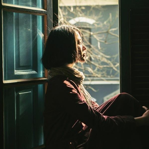 Đàn bà muốn bình yên phải biết đủ: Đủ yêu thì giữ, đủ buồn thì buông...