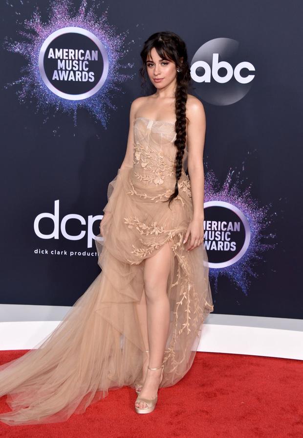 Thảm đỏ AMA 2019: Selena khoe ngực căng đầy bên Taylor Swift đẹp ná thở, Shawn - Camila lại gây tiếc nuối - Ảnh 8.