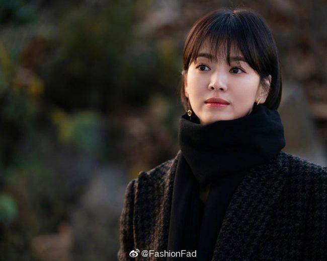 Tranh cãi Song Hye Kyo khi để tóc ngắn: Người khen đẹp, người kêu nam tính, thậm chí còn giống Lee Min Ho? - Ảnh 4.