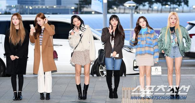 Cập nhật dàn sao từ Hàn sang Việt Nam dự AAA: MOMOLAND, NUEST, em trai BTS vừa khởi hành, sân bay đầy không khí đau buồn - Ảnh 10.