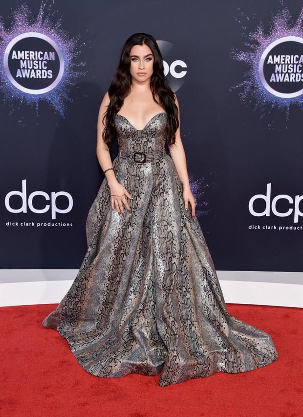 Thảm đỏ AMA 2019: Selena khoe ngực căng đầy bên Taylor Swift đẹp ná thở, Shawn - Camila lại gây tiếc nuối - Ảnh 21.