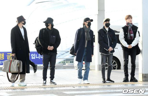 Cập nhật dàn sao từ Hàn sang Việt Nam dự AAA: MOMOLAND, NUEST, em trai BTS vừa khởi hành, sân bay đầy không khí đau buồn - Ảnh 6.