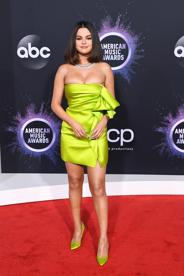 Thảm đỏ AMA 2019: Selena khoe ngực căng đầy bên Taylor Swift đẹp ná thở, Shawn - Camila lại gây tiếc nuối - Ảnh 1.