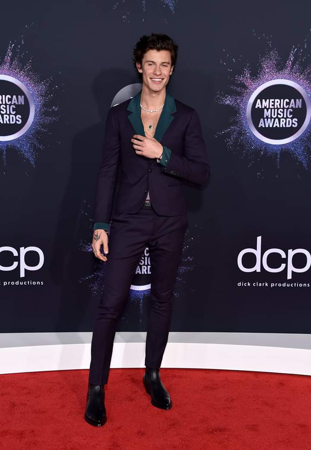 Thảm đỏ AMA 2019: Selena khoe ngực căng đầy bên Taylor Swift đẹp ná thở, Shawn - Camila lại gây tiếc nuối - Ảnh 10.