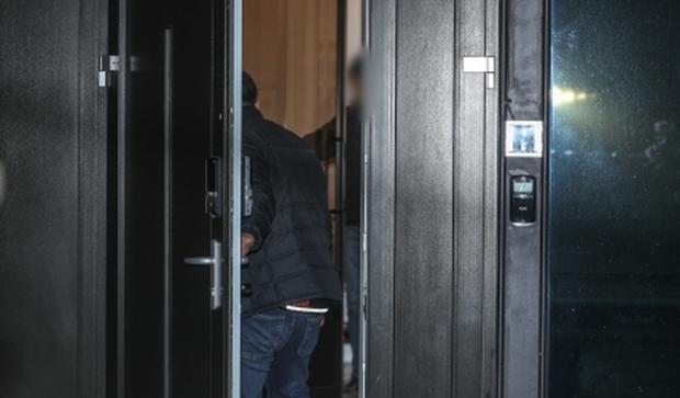 Cận cảnh hiện trường tại ngôi nhà Goo Hara vừa qua đời ở Cheongdamdong - Ảnh 6.