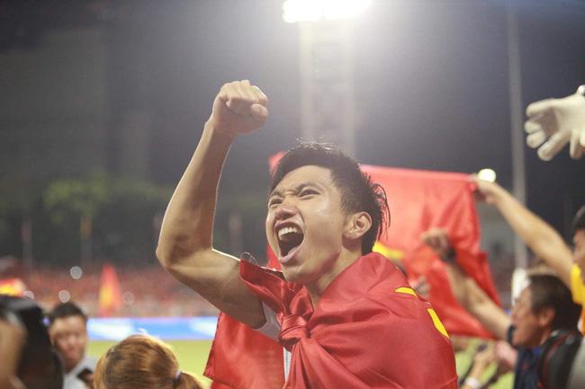 Đoàn Văn Hậu lập cú đúp giúp Việt Nam vô địch SEA Games 30: Từng bị bố đánh vì mê bóng và kỷ niệm bỏ học chơi game nhớ đời - Ảnh 3.