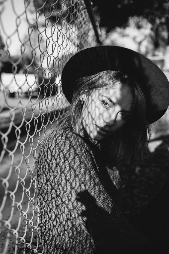 Kreative Low Budget Porträt Fotografie Schwarz Weiß Schatten Spiel Sonne Inspiration