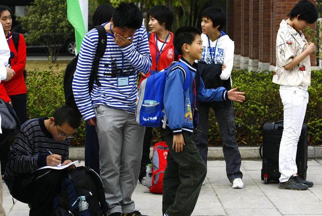 Hoàn thành chương trình tiểu học và trung học trước 10 tuổi, cậu bé thần đồng bỏ dở con đường đại học vì sự hiếu động của mình - Ảnh 1.