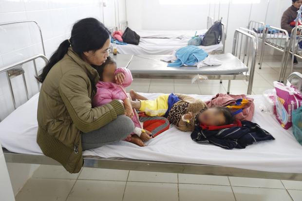 Lâm Đồng: Gần 60 trẻ em nhập viện sau khi dùng đồ ăn từ thiện - Ảnh 1.