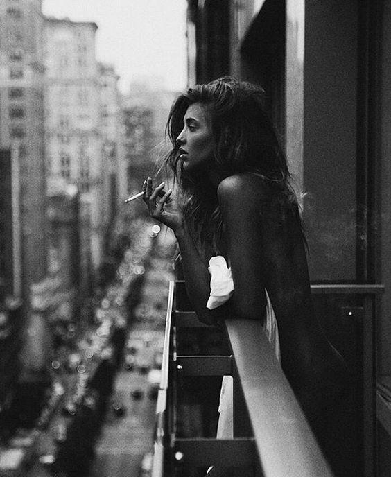Cô gái cô độc