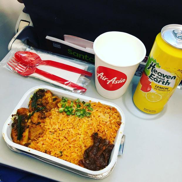 Nhìn phát thèm với suất ăn của các hãng bay trên thế giới, có hãng còn phục vụ cả tôm hùm hoành tráng như nhà hàng 5 sao - Ảnh 11.